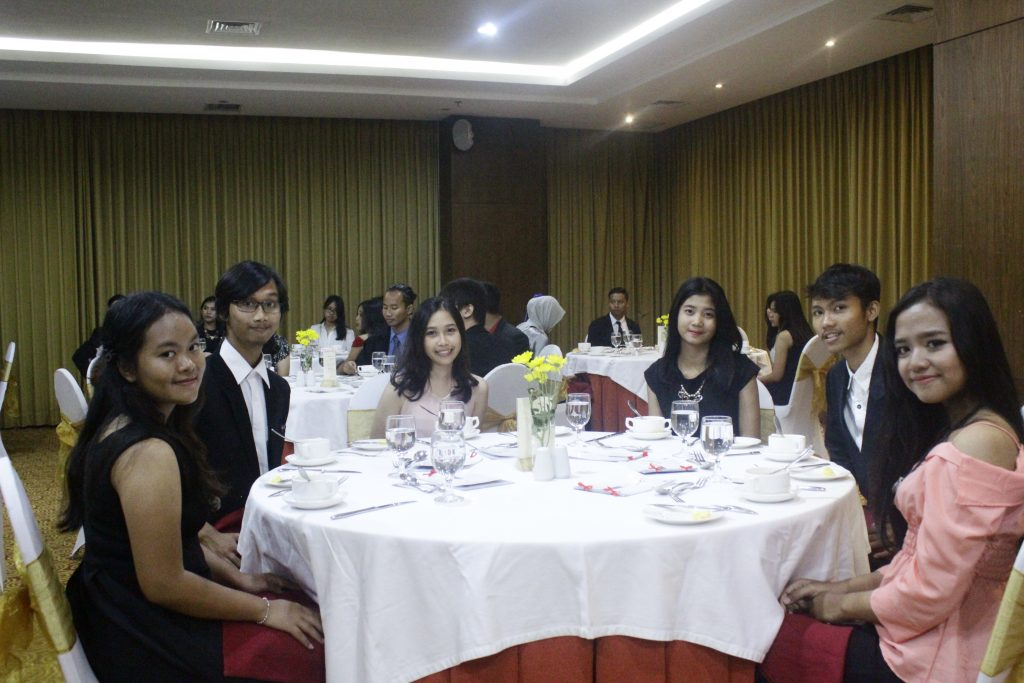TABLE MANNER FHK